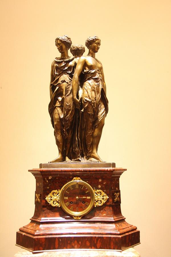 tượng đồng ba mặt